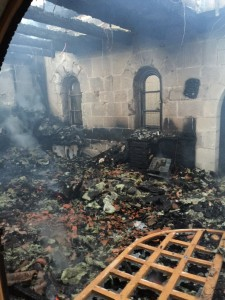 حريق كنيسة الطابغة - توصير اطفاء الشمال